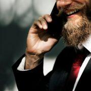 איש מדבר בטלפון ייעוץ זוגי ואישי צילה שנהר